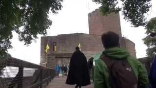 preview picture of video 'Landeckfest Burg Landeck ältestes mittelalterliches Burgfest der Pfalz Abrissclip1 2014'