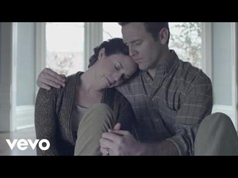 Música Broken Together