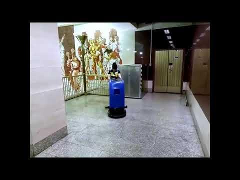 Поломоечная машина МЕТЛАНА М50В на станции Петербургского метрополитена