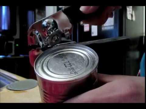 Cómo utilizar el abrelatas - Básicos de la cocina , paso a paso