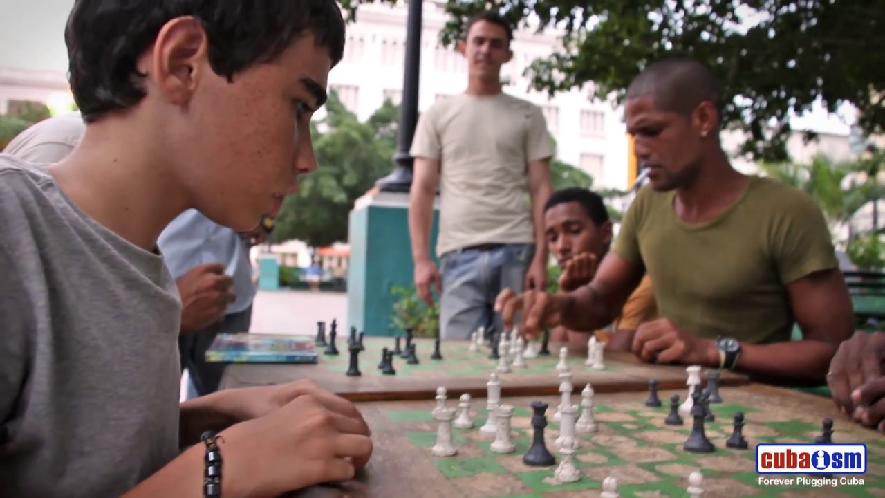 Bughouse Chess in Cuba - 024v01