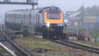 preview picture of video 'First Great Western High Speed Train non-stop through Reading 12/05/09'