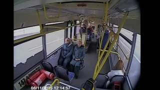 Автобус врезался в столб. ДТП сняли камеры внутри автобуса (аморачь)