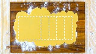 Вырезаем узор из песочного теста, добавляем начинку. Это шедевр!