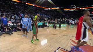 HD-NBA 09 Dunk Contest-Nate Robinson Dunks Over Dwight Howard