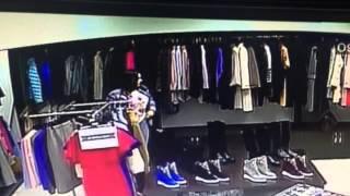 Укравшую дубленку из бутика женщину разыскивает актауская полиция