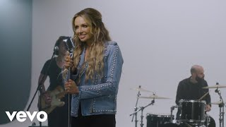 Carly Pearce Heart's Going Out Of Its Mind