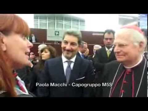 Paola Macchi del  M5S parla al Cardinal Scola
