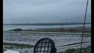 preview picture of video 'Serchio: la falla allaga Nodica e Vecchiano.divx'