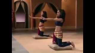 Смотреть онлайн Восточные танцы: движения бедрами и ягодицами
