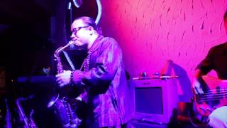 Tran Manh Tuan plays Thanh Pho Buon at Saxnart Jazz Club