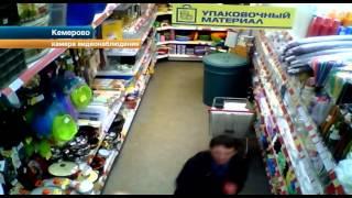 Мужчина, вонзавший нож в возлюбленную в магазине, признался, что слышал голоса