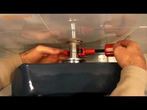 Quando tiro l 39 acqua dello sciacquone da sotto la tazza del water esce un po 39 d 39 acqua pensate - Come trovare perdita acqua da un tubo interrato ...
