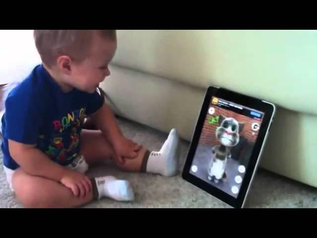 مواقف طريفه لتعامل الاطفال مع جهاز الايباد