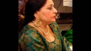 woh kabhi mil jaye to - Farida Khanum - YouTube