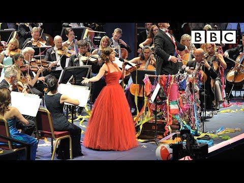 """מחרוזת שירי """"מרי פופינס"""" בביצוע התזמורת הסימפונית של ה-BBC"""