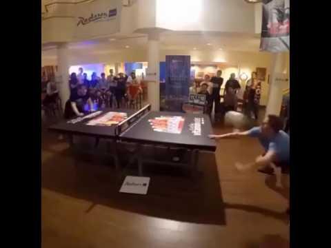 Chơi bóng bàn bằng đầu
