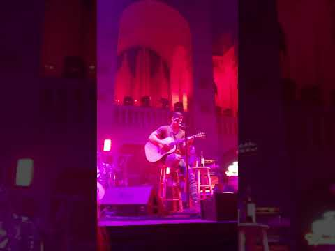 """Kip Moore new song """"She's Mine"""" performed Live"""