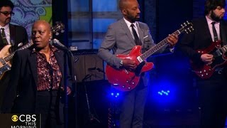 "Sharon Jones and the Dap-Kings perform ""You'll Be Lonely"""