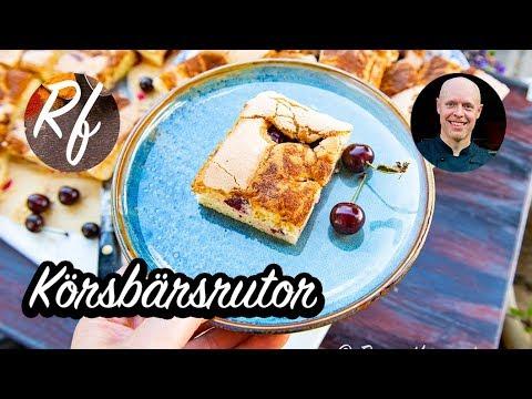Körsbärsrutor eller körsbärskaka du kan baka i en långpanna med färska eller frysta körsbär med en knaprig variant på sockerkaksbotten med hyvlat smör på toppen.>