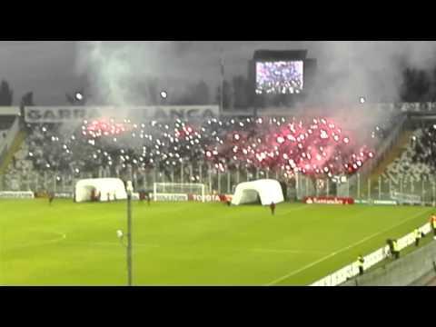 """""""Impresionante recibimiento de ColoColo de Chile contra I. Del valle de Ecuador"""" Barra: Garra Blanca • Club: Colo-Colo"""