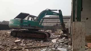 Pembongkaran 2 Gedung Miami Jakarta Barat