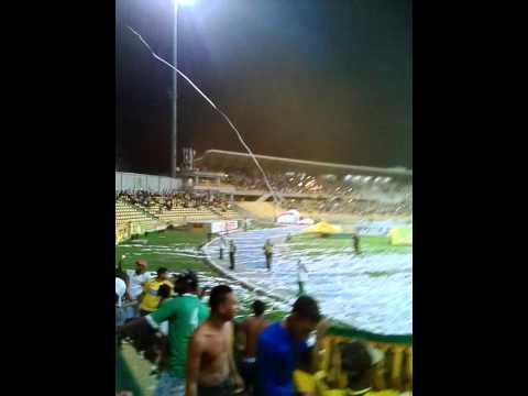 """""""Fiesta en el Morón rebelión auriverde"""" Barra: Rebelión Auriverde Norte • Club: Real Cartagena"""