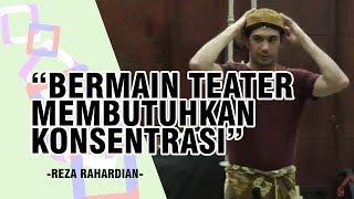 Perbedaan Bermain Teater dan Main Film Menurut Reza Rahardian
