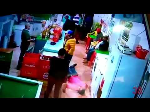 VEJA O VÍDEO: BRIGA EM BAR DEIXA HOMEM GRAVEMENTE FERIDO EM BORRAZÓPOLIS - CANAL 38
