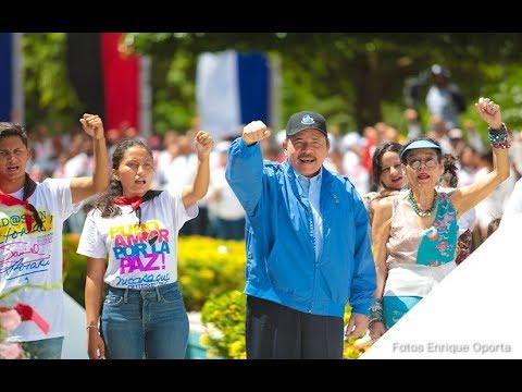 Comandante Daniel Ortega y compañera Rosario Murillo honran al Comandante Carlos Fonseca Amador