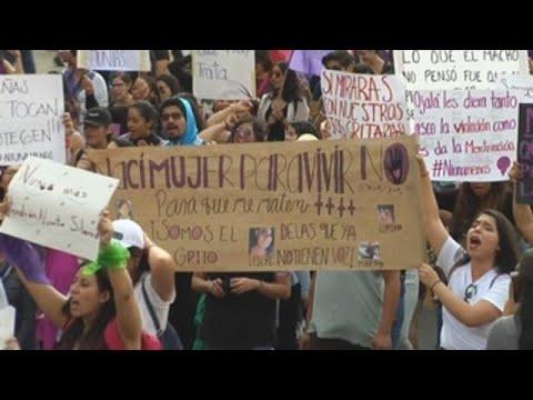 Miles de mujeres marchan contra feminicidios y secuestros en Ciudad de México