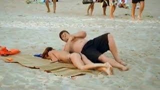Девушка уснула на пляже. Смешной прикол