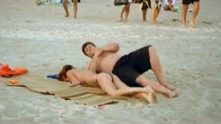 Голая красотка уснула на пляже угарный прикол 2018