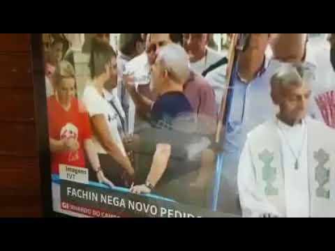 LULA BÊBADO NA MISSA???? DERAM O BOTE NA GARRAFINHA DE SUCO DE CANAL DO CONDENADO???