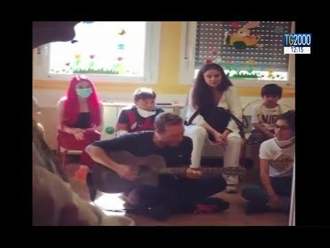, title : 'Coldplay a Milano, fuori programma di Chris Martin: canta per i bambini malati'
