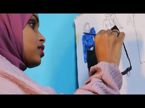 العرب اليوم - شاهد: مصممو أزياء شباب من الصومال يشقون طريقهم في بلدٍ يتخبّطُ بالحروب
