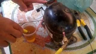trocando o óleo do compressor do refrigerador