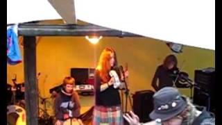 Video Mimfest - Kostihouse a Plechovka broskvi - Pijem