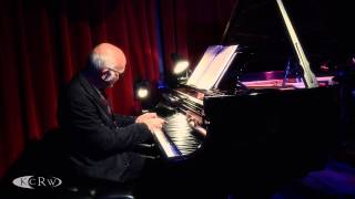 """Ludovico Einaudi Performing """"Brothers"""" Live At KCRW's Apogee Sessions"""