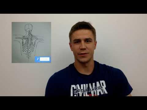 Naciśnięcie na pasku w górnej części mięśni klatki piersiowej