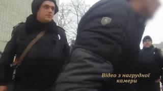 У Львові злочинці накинулися на правоохоронця з ножем