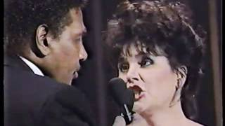 Linda Ronstadt & Aaron Neville   Don't Know Much live 1990