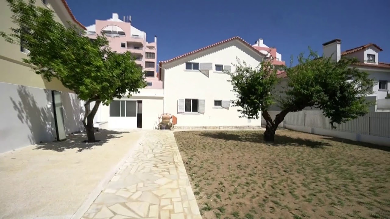 Unfurnished 5-bedroom house for rent in Carcavelos