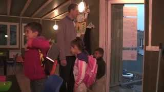 preview picture of video 'Fermeture d'un village d'insertion pour les Roms à Orly'