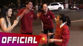Mỹ Tâm Bất Ngờ Gặp Fan Cứng Khi Đang Đi Bão Mừng U23 Việt Nam Trên Siêu Xe Hai Bánh