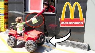 ابني فادي راح ماكدونالدز بسيارتو 🚗 وطلب هابي ميل 😃