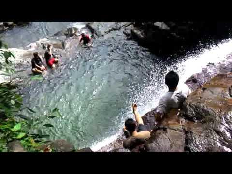 Nikmati Sensasi Bening dan Alaminya Air di Pincuran Tujuh Kota Padang