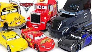 #МАШИНКИ ТАЧКИ 3 для мальчиков. Выбираем машинки в большом Игрушечном магазине - CARS 3. Игрушки ТВ.
