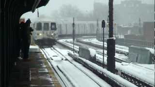 preview picture of video 'IND Ozone Park Line: R46 A Train at 111th St-Greenwood Ave (Brooklyn Bound-Snow)'