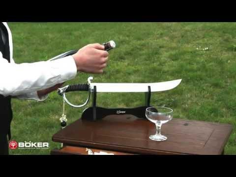 Sabrieren mit Champagnersäbel / Sabrage with champagne sword